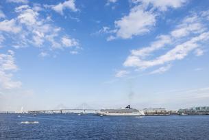 秋晴れの横浜港の写真素材 [FYI00885569]