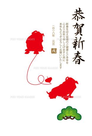シンプルな戌年の赤い犬の年賀状テンプレートのイラスト素材 [FYI00885642]