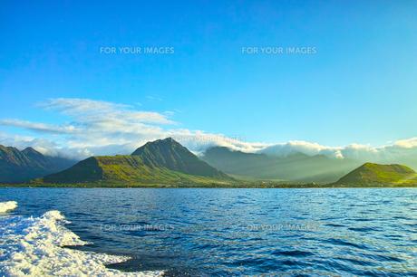 ハワイ オアフ島西海岸のワイアエナの早朝の風景の写真素材 [FYI00886306]
