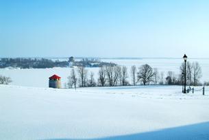 冬のオンタリオ湖の写真素材 [FYI00886385]