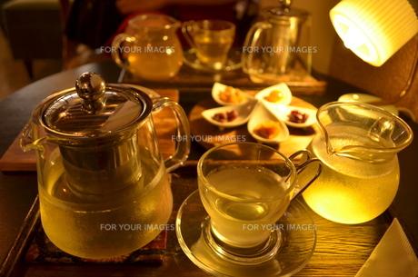 冷茶でカフェスタイルの写真素材 [FYI00886689]