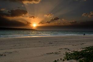 宮古島/前浜リゾートビーチの夕暮の写真素材 [FYI00887140]