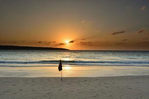 宮古島/前浜リゾートビーチの夕暮の写真素材 [FYI00887274]
