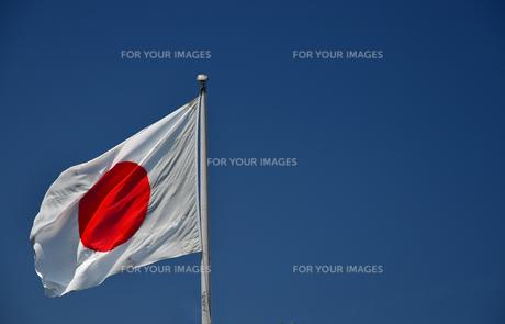 日本の国旗と青空の写真素材 [FYI00887648]