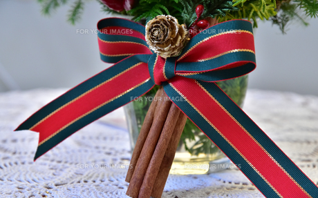 クリスマスのリボン飾りの写真素材 [FYI00887765]