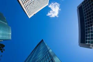 オフィス街と空の写真素材 [FYI00887984]