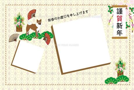 柴犬と扇子の和風イラストの写真フレーム年賀状テンプレートの写真素材 [FYI00888254]