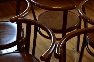 部屋の木製丸椅子の写真素材 [FYI00888291]