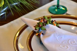 食卓の上の食器の写真素材 [FYI00888299]