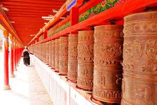 チベット、正月を迎える準備をする人々の写真素材 [FYI00888381]