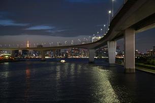 東京湾の夜景の写真素材 [FYI00888496]