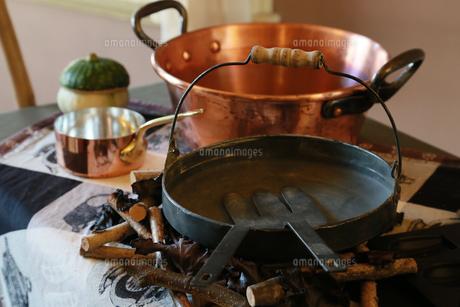 台所の鍋やフライパンの写真素材 [FYI00889206]