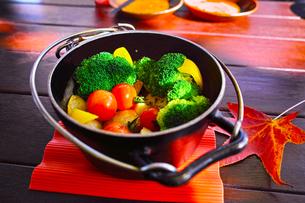 秋の野菜スチーム鍋の写真素材 [FYI00889387]