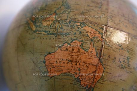 オーストラリアの描かれた古い昔の地球儀の写真素材 [FYI00889588]