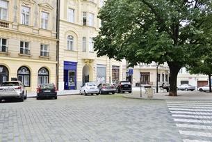 チェコ・プラハ歴史地区(ハシュタルスカ通り×コジー通り交差点)の写真素材 [FYI00890141]