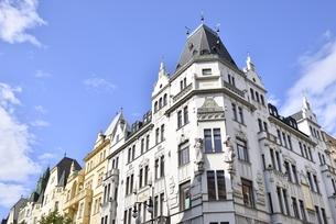 チェコ・プラハ歴史地区(シロカー通り×パリジュスカー通り交差点)の写真素材 [FYI00890143]