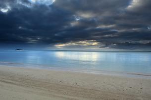 宮古島/曇りの夕景の写真素材 [FYI00890227]