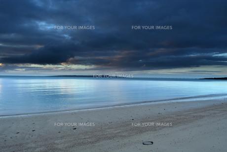 宮古島/曇りの夕景の写真素材 [FYI00890239]