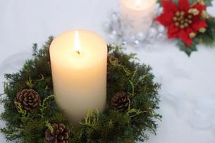 クリスマスキャンドルの写真素材 [FYI00890479]