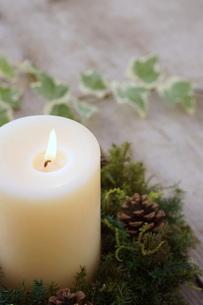クリスマスキャンドルの写真素材 [FYI00890487]