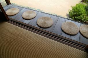 日本家屋の縁側の板張りの写真素材 [FYI00890736]