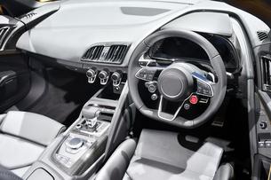 スポーツカーの運転席の写真素材 [FYI00891190]