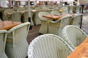 オープン前のカフェ(チェコ・プラハ歴史地区)の写真素材 [FYI00891226]