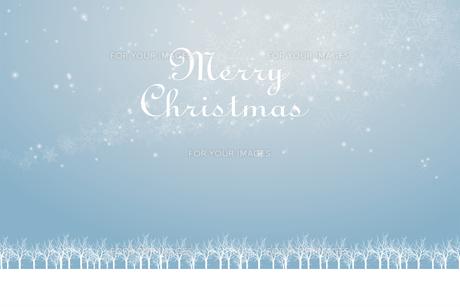 クリスマスのイメージ背景画像+ロゴ 水色 雪の結晶の天の川と樹氷 Christmas imageのイラスト素材 [FYI00891448]