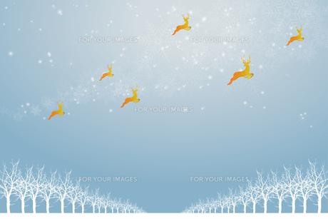 クリスマスのイメージ背景画像|水色 雪の結晶の天の川と樹氷とトナカイ|Christmas imageのイラスト素材 [FYI00891451]