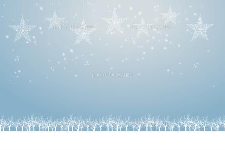 クリスマスのイメージ背景画像|水色 雪の結晶の星のオーナメントと樹氷とトナカイ|Christmas imageのイラスト素材 [FYI00891455]