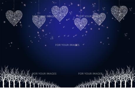 クリスマスのイメージ背景画像|紺色 雪の結晶のハートのオーナメントと樹氷とトナカイ|Christmas imageのイラスト素材 [FYI00891459]