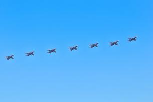 T-4練習機の編隊の写真素材 [FYI00891649]