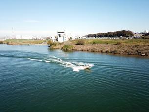 江戸川でのウェイクボードの写真素材 [FYI00891783]