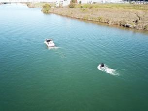 江戸川でのウェイクボードの写真素材 [FYI00891786]