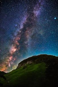天の川と船上山の写真素材 [FYI00892514]