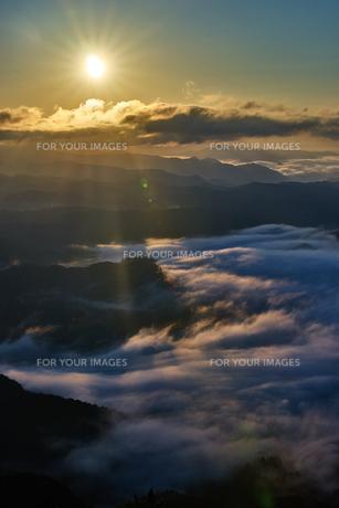 日の出と雲海の写真素材 [FYI00892518]