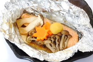 鮭のホイル焼きの写真素材 [FYI00892929]