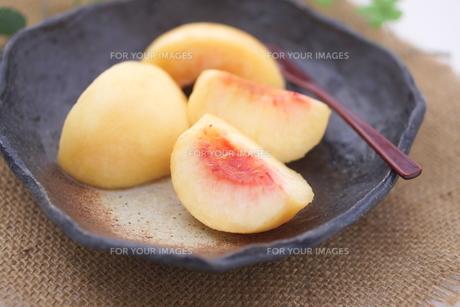 桃のデザートの写真素材 [FYI00892940]