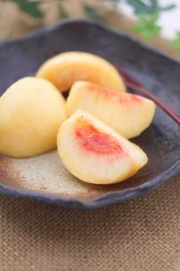 桃のデザートの写真素材 [FYI00892941]