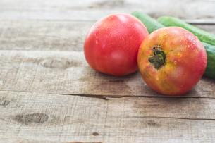 家庭菜園で穫れたトマトの写真素材 [FYI00893374]