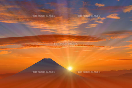 富士山と朝日のイラスト素材 [FYI00893396]