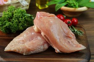 鶏胸肉の写真素材 [FYI00893547]