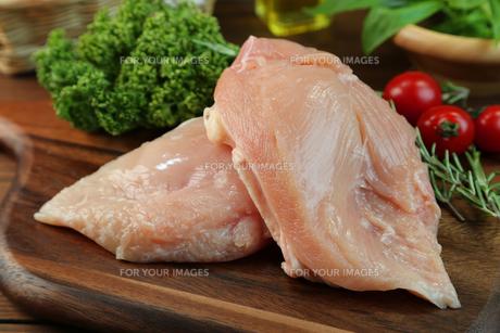 鶏胸肉の写真素材 [FYI00893548]