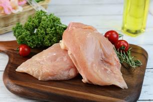 鶏胸肉の写真素材 [FYI00893550]