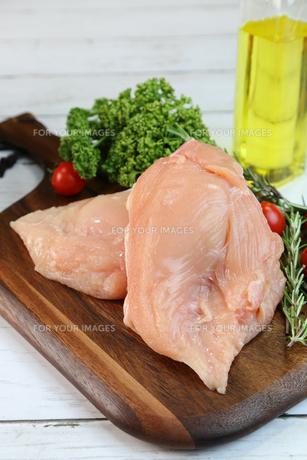 鶏胸肉の写真素材 [FYI00893551]