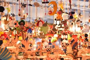クリスマスマーケットの屋台の写真素材 [FYI00893814]
