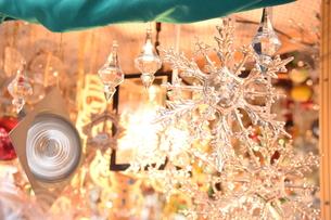 クリスマスマーケットの屋台の写真素材 [FYI00893815]