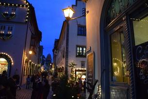 クリスマスシーズンの町並みの写真素材 [FYI00893817]