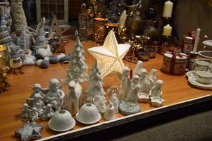クリスマスマーケットの屋台の写真素材 [FYI00893819]
