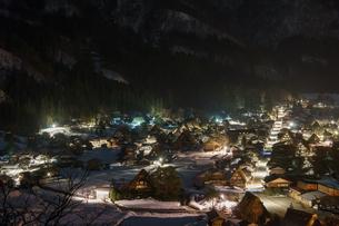 冬の白川郷の写真素材 [FYI00893916]